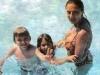 Ceca sa decom u bazenu