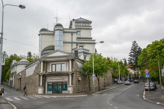 Cecina vila na Dedinju