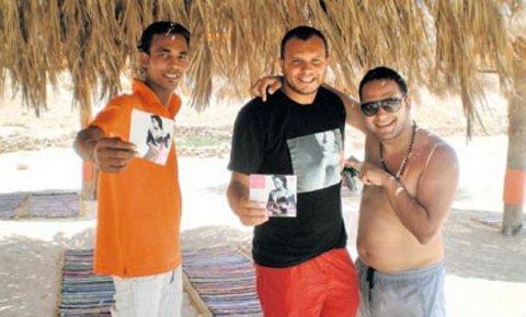 Majice sa Cecinim likom i njen novi album hit na plažama u Egiptu