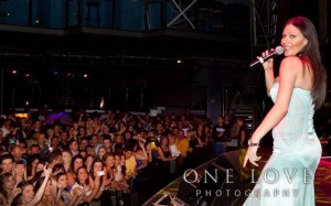Ceca tokom koncerta u Pertu, Australiji, 3 decembar 2010