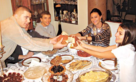 Ceca Raznatovic proslavlja  Bozic sa porodicom 2011