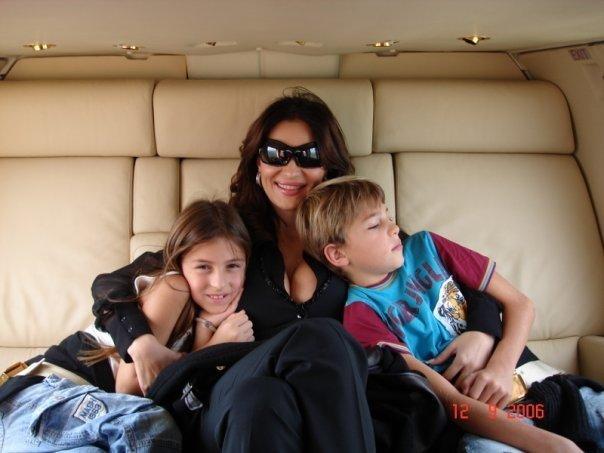 Ceca sa decom, Veljkom i Anastasijom