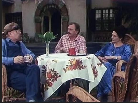 Gidra kod prije i prijatelja, scena iz serije